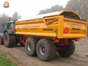 art-55558060-320x240-tractor-kipper-fendt-818-zandkar-met-kleppen